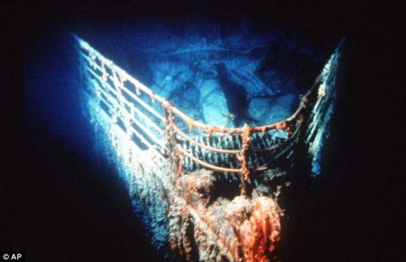 北大西洋海底に沈むタイタニック号船首の残骸。残骸はニューファンドランド... タイタニック号沈没