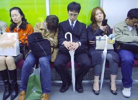 日本のサラリーマン実録 地下鉄でぐっすり(写真集)_中国網_日本語