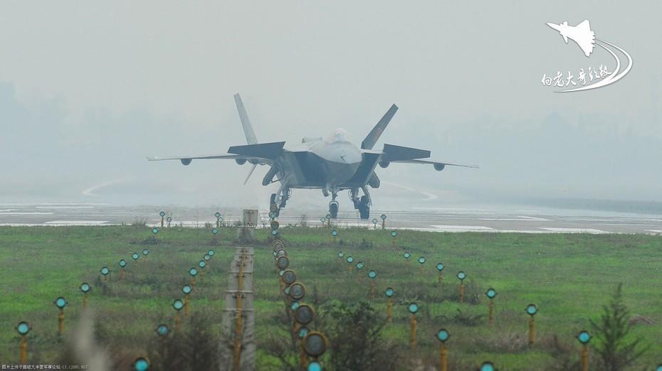 J 20 (戦闘機)の画像 p1_18