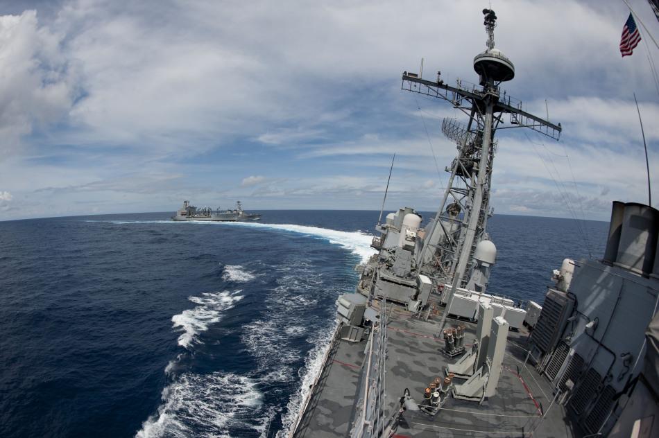 米海軍空母打撃群 朝焼けの中で横須賀基地入港_中国網_日本語