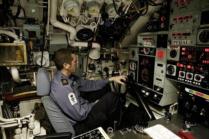 原子力潜水艦の乗組員はどのように生活するかコメント