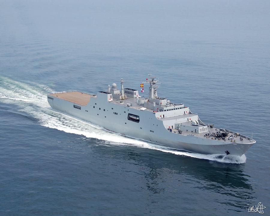 中国国産071型揚陸艦の3番艦が完...