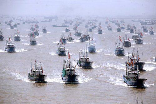 中国の漁船千隻が釣魚島海域に向...