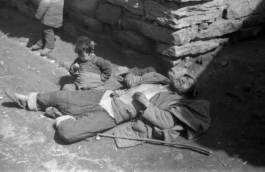 1942年、飢餓の中国 外国カメラ...