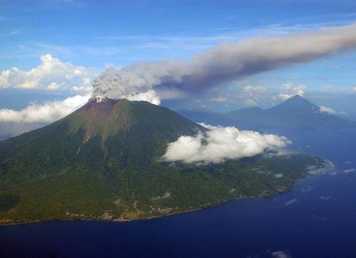 地球の鼓動 2012年噴火した火山
