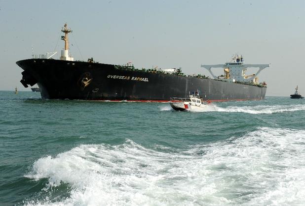 青島港に寄港した最大喫水が過去最高のマンモス・タンカー