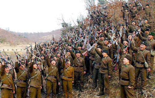 朝鮮の政府系メディアは人民軍の将兵は決戦状態に入ったと伝えた。写真は朝鮮中央通信社が7日に掲載したもの。
