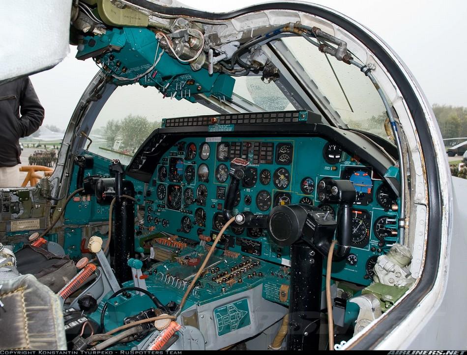 戦闘機パイロットの世界を体感―...