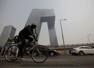 北京の大気汚染対策 外国人男性が「空気浄化自転車」を発明