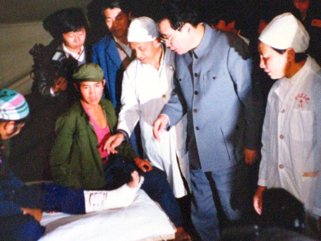 被災地の現場を訪れた中国の歴代...