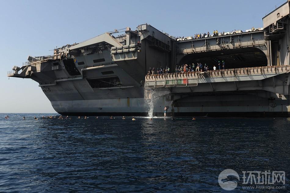 世界一のクールな飛び込み台!米空母乗組員の洋上生存訓練コメント