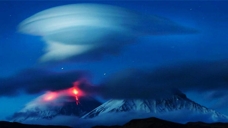 ロシアの半島上空にUFOのようなレンズ雲が出現コメント