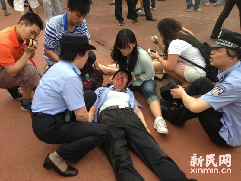 ベッカムが中国の同済大学を訪問 将棋倒しになりケガ人もコメント