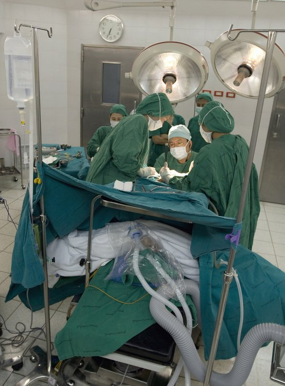 写真で見る性転換手術の全過程_...