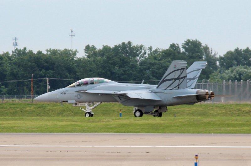 米改良型「スーパーホーネット」、初のテスト飛行
