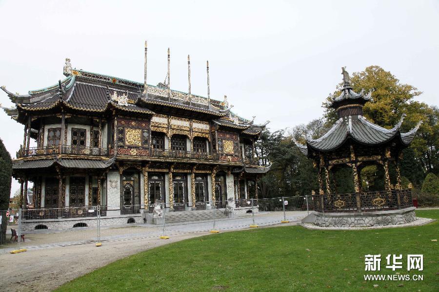 ブリュッセルの百年の歴史を持つ中国の建物と日本の塔が補修工事