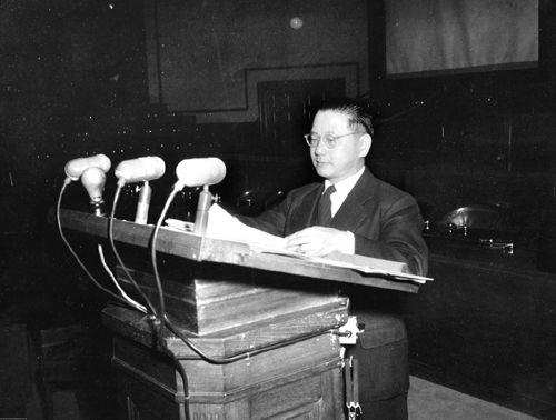 歴史写真:極東国際軍事裁判で ...