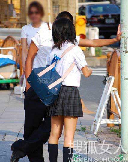 日本の女子高生のスカートが短い地域ランキング発表(写真集)コメントコメント数:0最新コメント一覧同コラムの最新記事コラム一覧