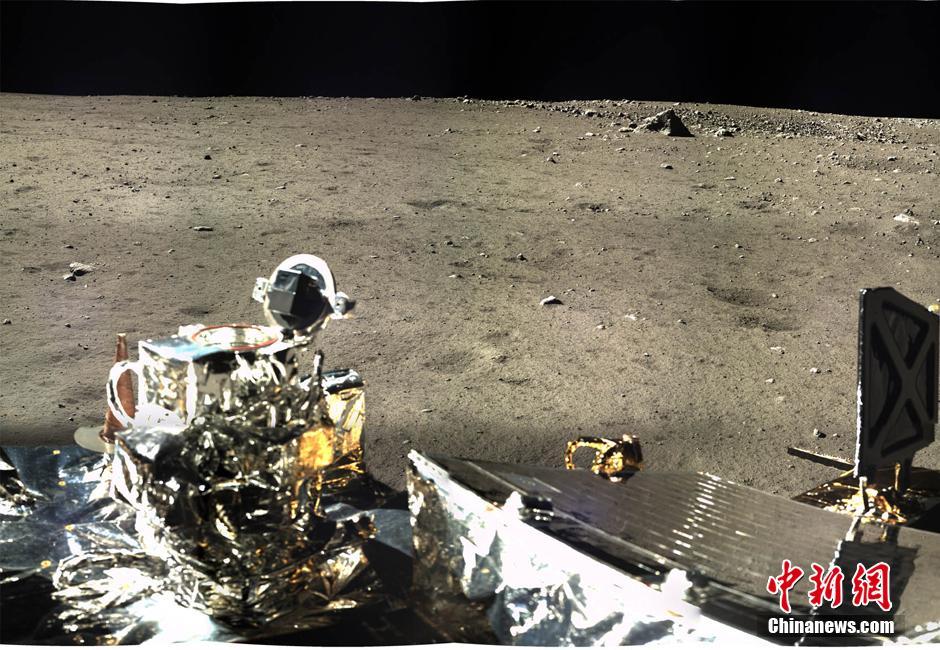 嫦娥3号が撮った月面のパノラマ...