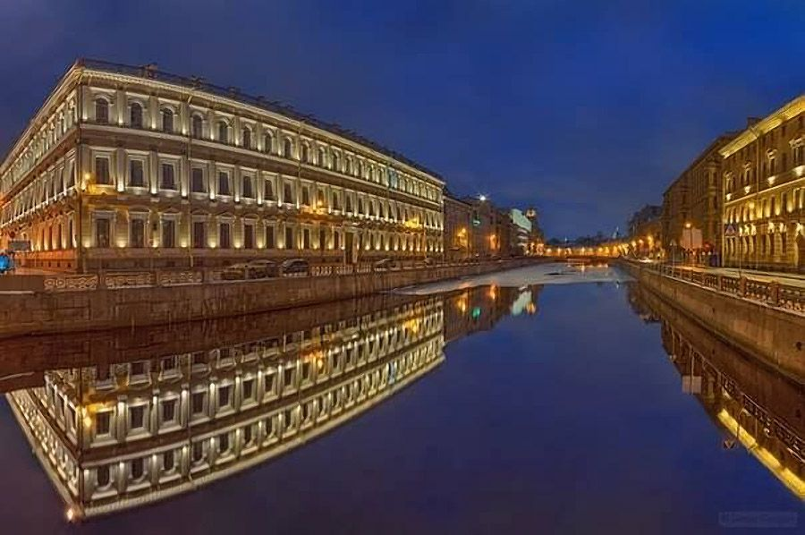 天地逆転の世界 水面に映る美しい建物コメント