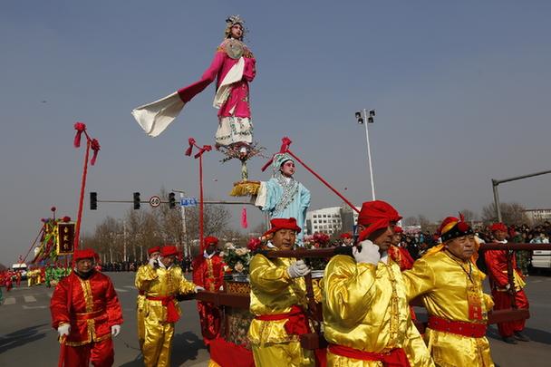 山東省淄博市周村区、民間妙技で元宵節を祝う