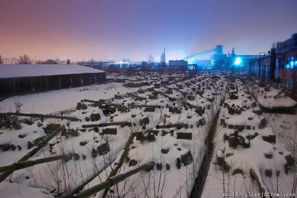 ウクライナの戦車工場に潜入 夥...
