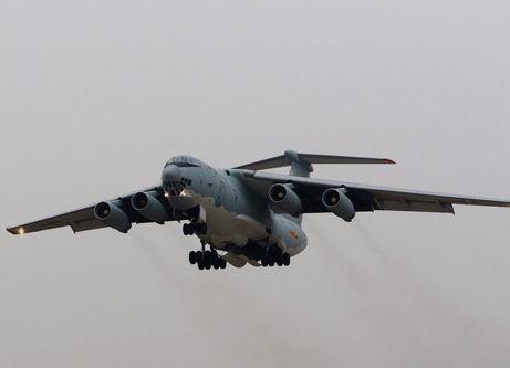 豪到着の中国軍機、マレーシア機の捜索に力戦