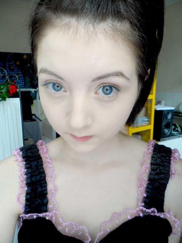 イギリスの白皮症の女の子が大人気に_中国網_日本語