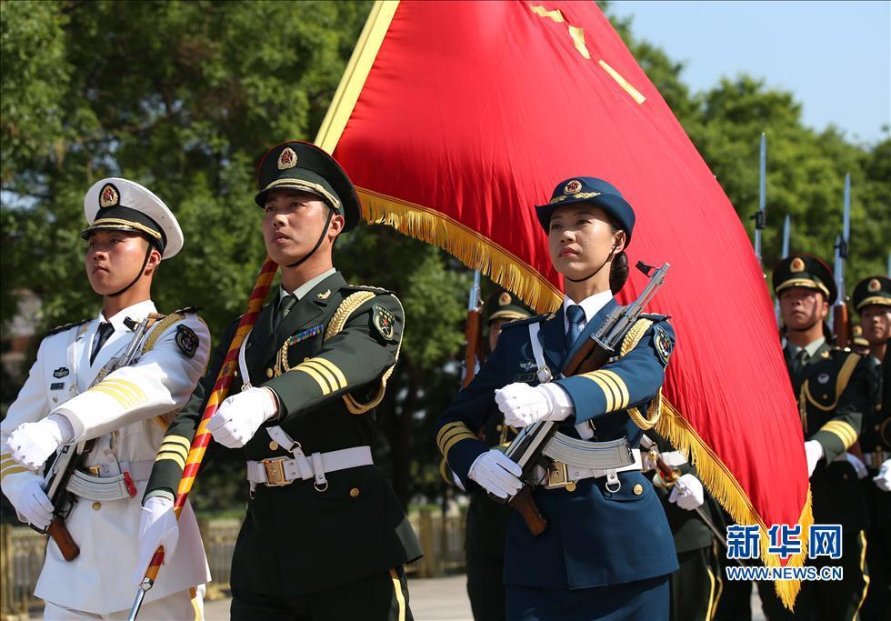 5月12日、中国人民解放軍三軍儀仗隊の初の女性兵士が外交行事に登場し、... 中国三軍儀仗隊初の