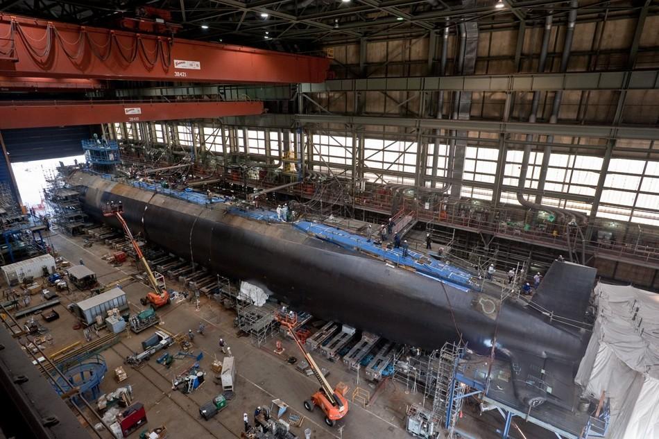 英アスチュート級原子力潜水艦、...