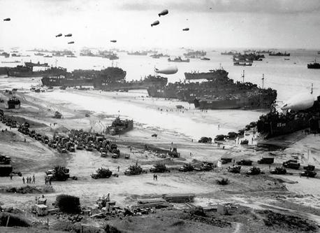 ノルマンディー上陸作戦70周年 古写真で世界最大の上陸戦を再現