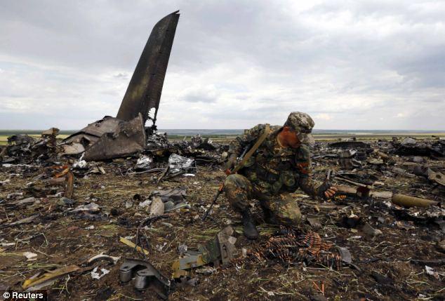 ウクライナ軍機が撃墜される 49...
