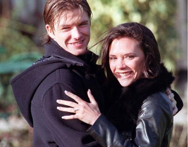 海外メディアの7月27日の報道によると、15年前にデビッド・ベッカムと結婚してから、ビクトリア・ベッカムは計13個の婚約指輪をつけた。その価値は400万英ポンドに
