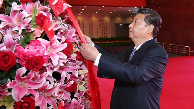 抗戦勝利を記念 習近平主席ら指導者7人が抗戦烈士に献花