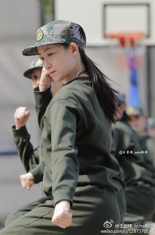 中国中央バレエ団の軍事訓練に迫るコメント