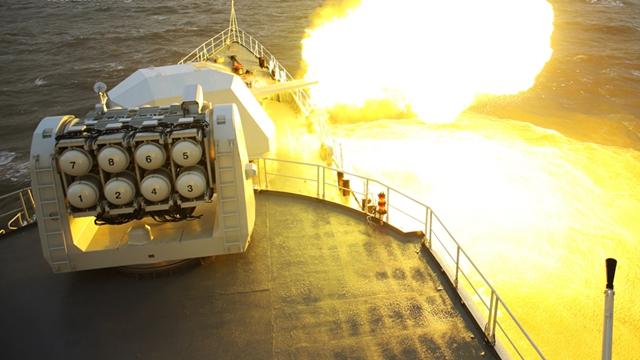 北海艦隊が黄海で演習 各型の兵器から次々と発砲