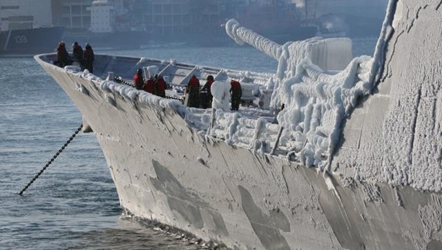 韓国の軍艦がロシア訪問 「氷の彫刻」に