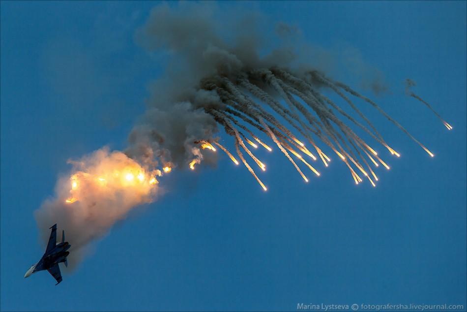 ロシア軍の3大曲技飛行隊が技を一斉披露コメント