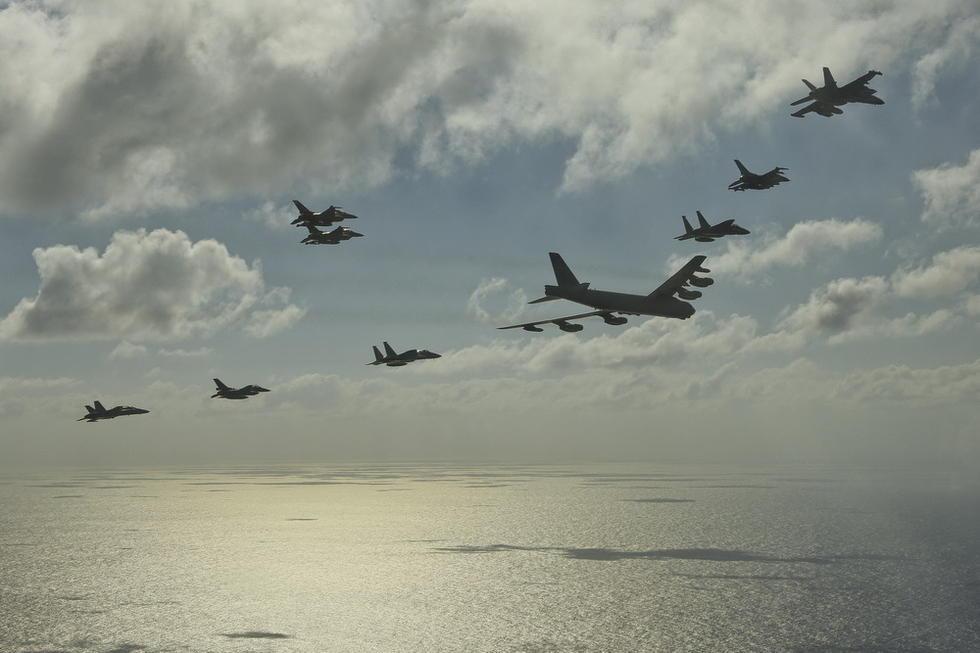 日米豪の戦闘機、グアム上空で武力を示すコメント