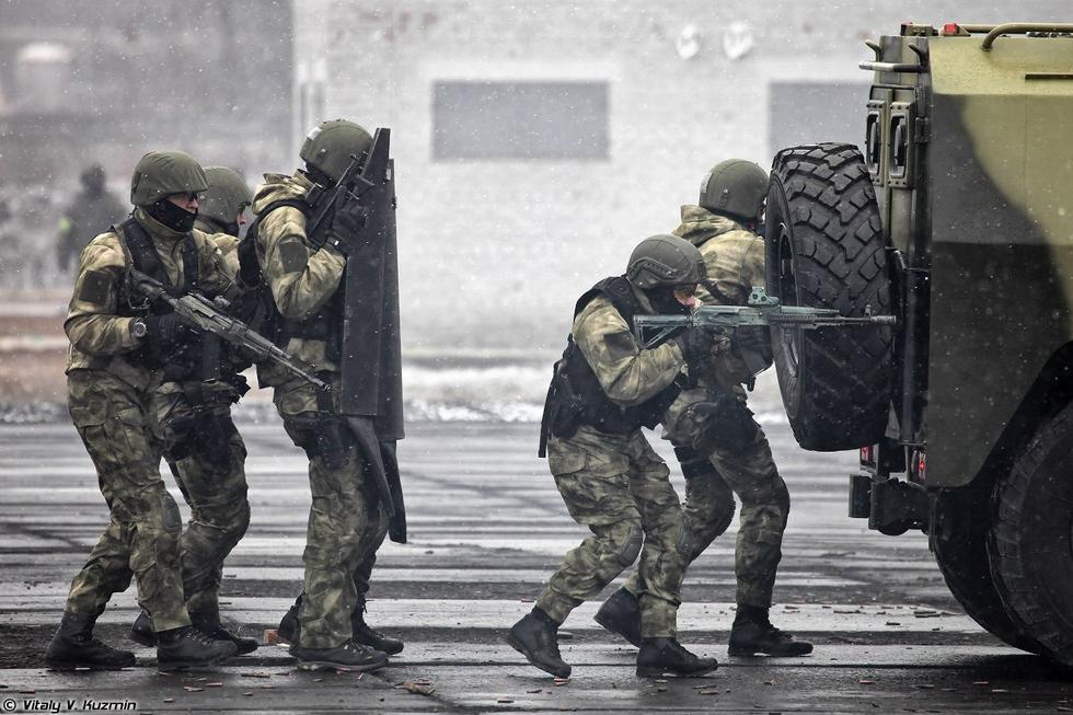 ロシア特殊部隊、演習で戦闘ロボットを使用