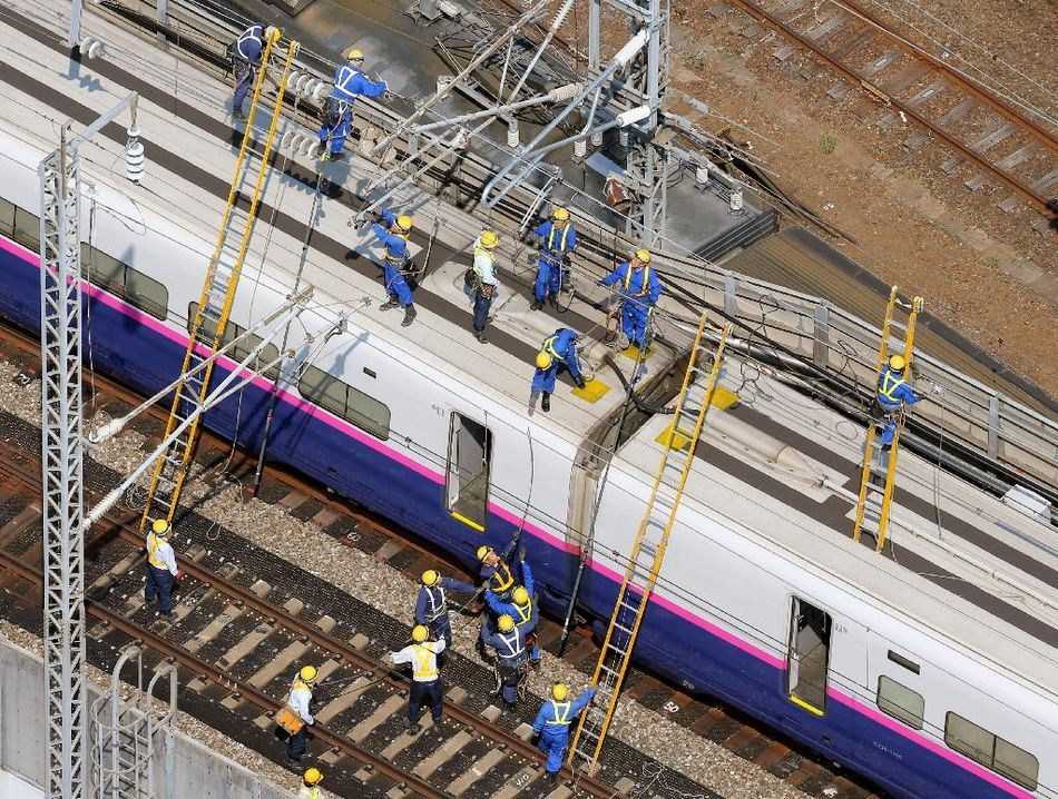 日本の東北新幹線 停電で全線運...