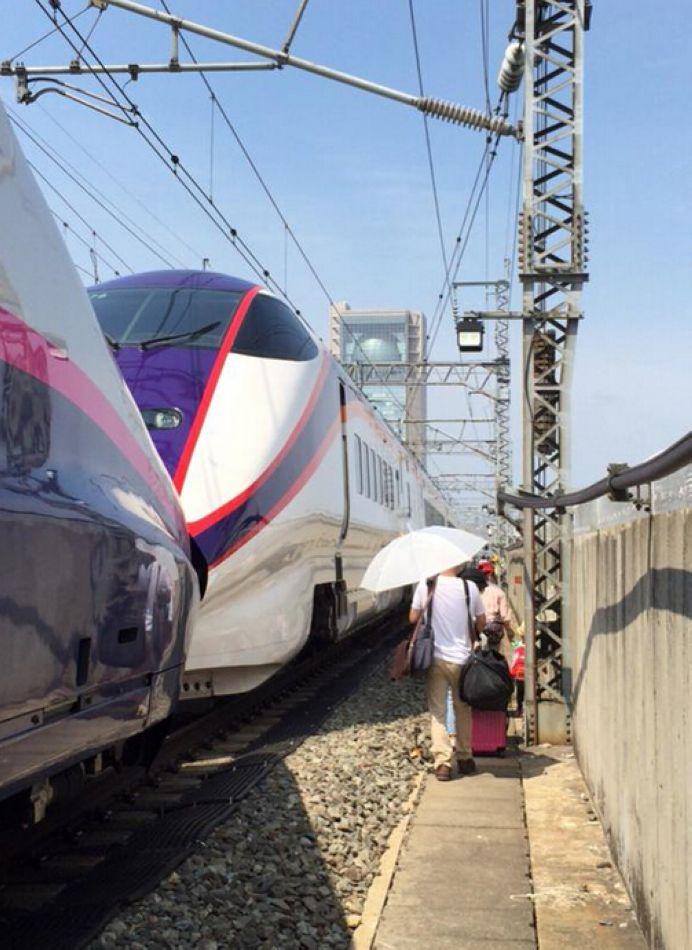 日本の東北新幹線 停電で全線運転を見合わせるコメント