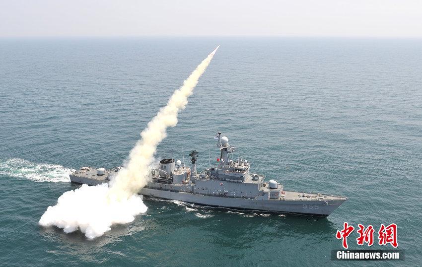 韓国海軍、自主開発の対艦ミサイ...
