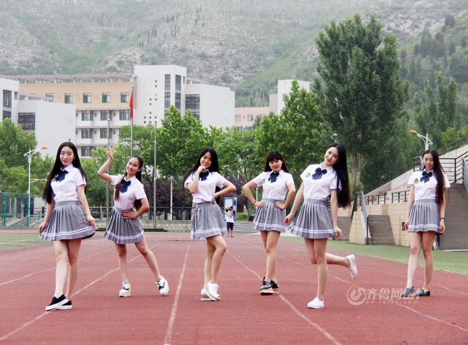 済南市の女子大生が学生服で撮影 「最も美し