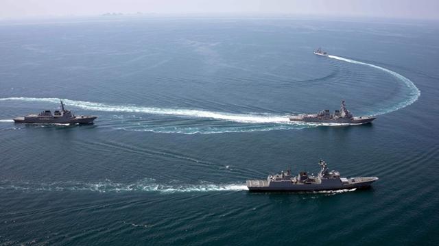 米仏韓連合艦隊が朝鮮半島沖で演習 米軍艦が急転回