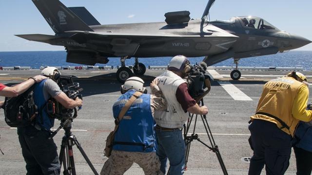 F-35B戦闘機、試験の様子が生中継