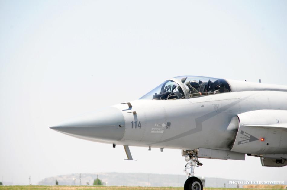 パキスタンのJF-17戦闘機3機、パ...