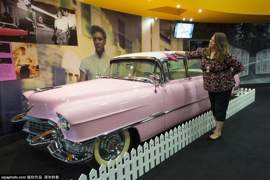 プレスリーのピンクキャデラックがロンドンに登場 乙女心をくすぐるコメント