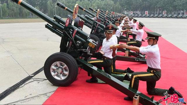 共和国礼砲部隊、抗日戦争勝利70周年記念日閲兵式に備える
