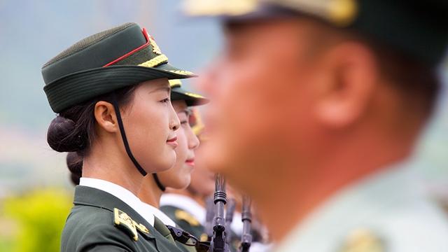 9月3日の閲兵式、三軍儀仗隊の女性兵士が初参加